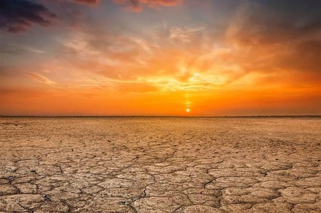 西欧和纽西兰可能都会成为普遍炎热气候,而赤道地区更惨,恐怕均温都在