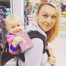 利用产假,带着10周大的女儿环游世界,这对疯狂夫妇实力遛娃走红INS,引数十万网友围观…
