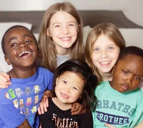 中国父母扔掉的孩子 却让外国家庭如获至宝