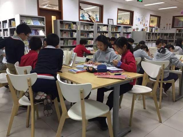 """8月18日钻石吧图书馆举办""""一袋书 一美元""""义卖会 有很多孩子看的中文书"""