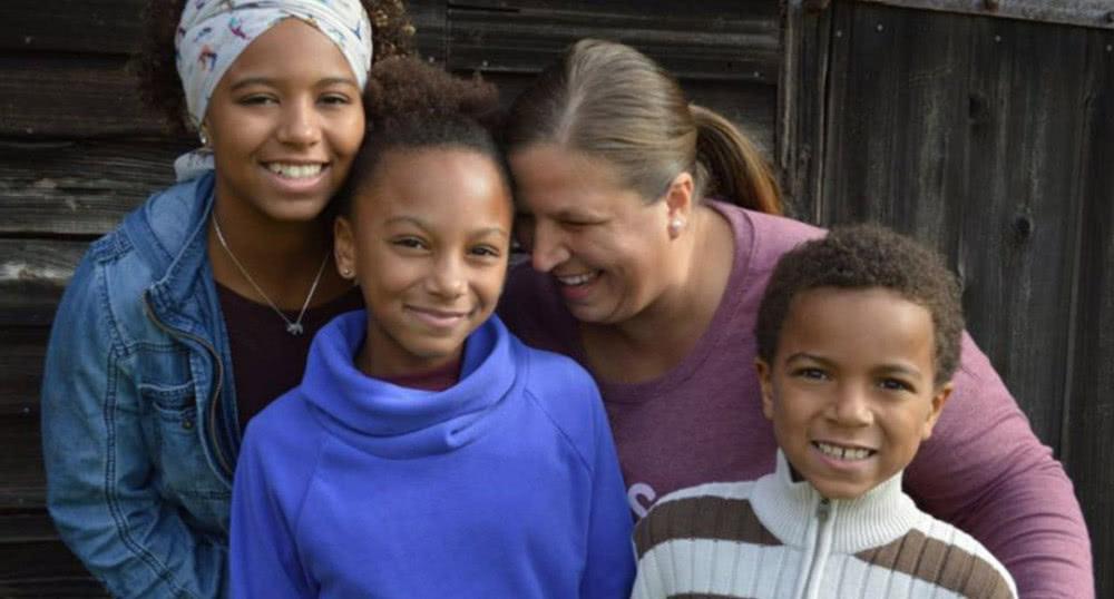 美国妈妈靠神奇直觉阻止校园枪击案 协助抓获歹徒
