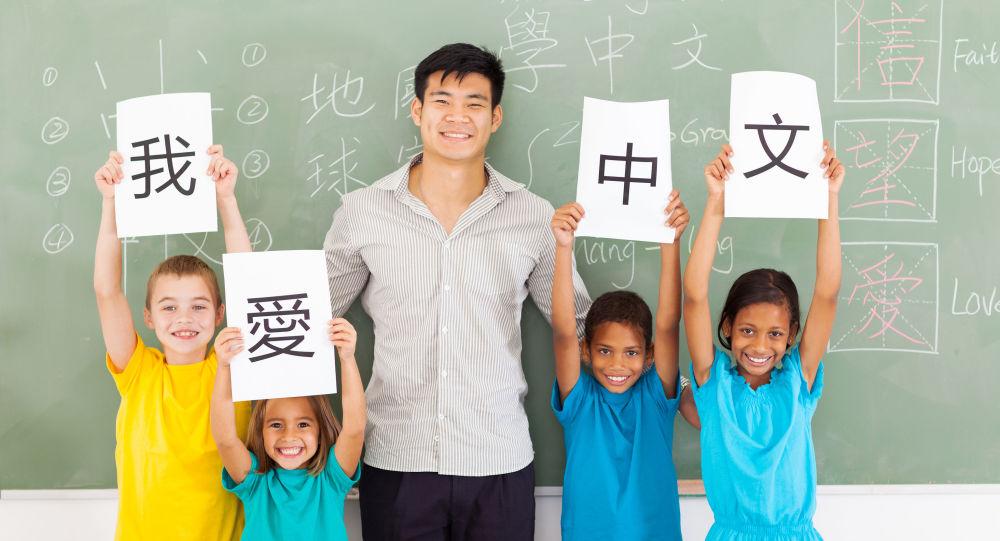 华人保姆越来越吃香 美国精英家庭纷纷给孩子上中文课