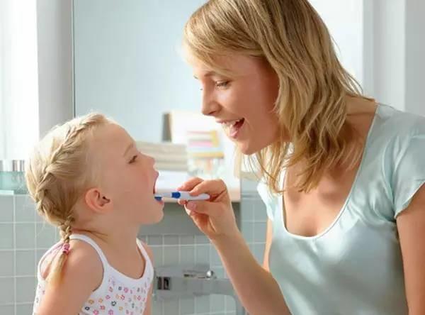 宝宝什么时候开始刷牙?很多妈妈都开始晚了