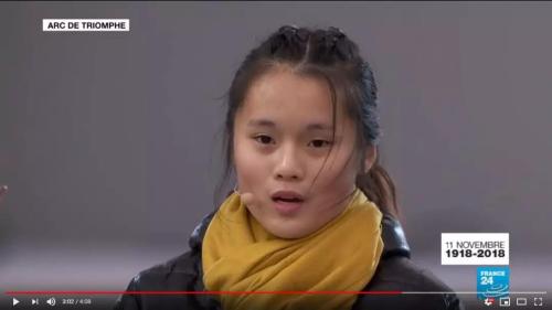 """盛大仪式 法国华裔少女凯旋门下读""""被遗忘""""的日记"""