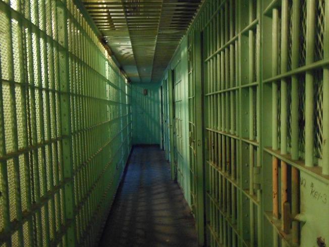 女儿旷课长达26天 美国妈妈被判失职坐牢