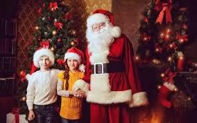 老师说真话被开除,只因告诉学生圣诞老人是假的