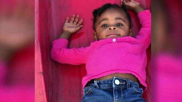 """美国2岁女童因这段视频变""""网红"""" 其母怒告托儿所"""