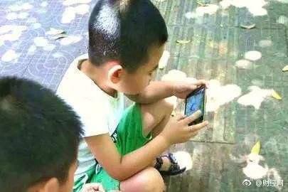 长期玩手机的儿童大脑似出现变化:大脑皮层有过早变薄迹象