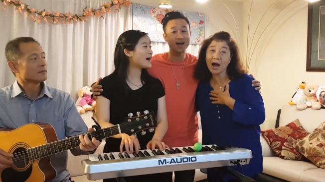 人手一乐器 美国华裔家庭演唱会暴红