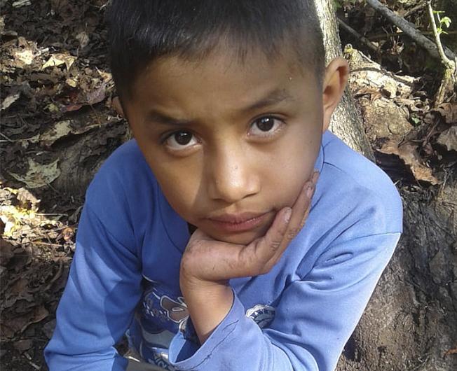 非法移民男童猝死 父亲后悔误信谣言带儿冒险