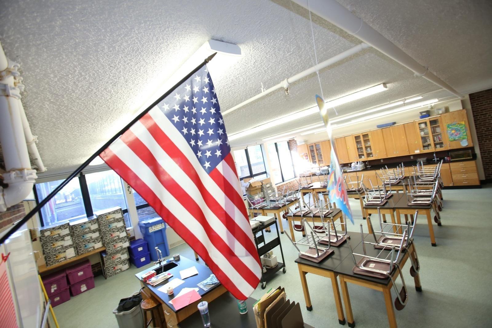 """11岁学生因拒绝宣誓被捕 称""""国旗国歌是种族主义"""""""