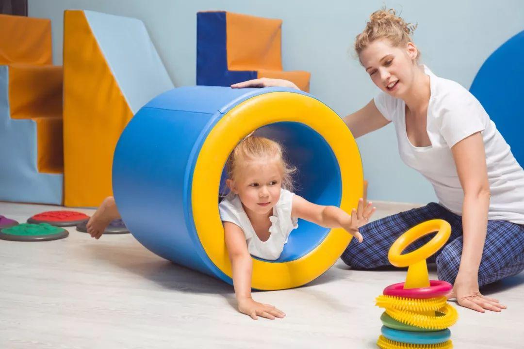 如果你家宝宝有这些表现,就要考虑做感统训练了!
