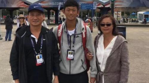 华裔网球小将 为了比赛放弃高中学业 申请上了哈佛