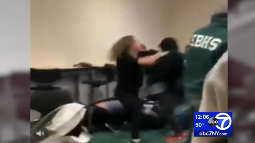 争吵中扯下穆斯林同学头巾 新州高中生被控罪