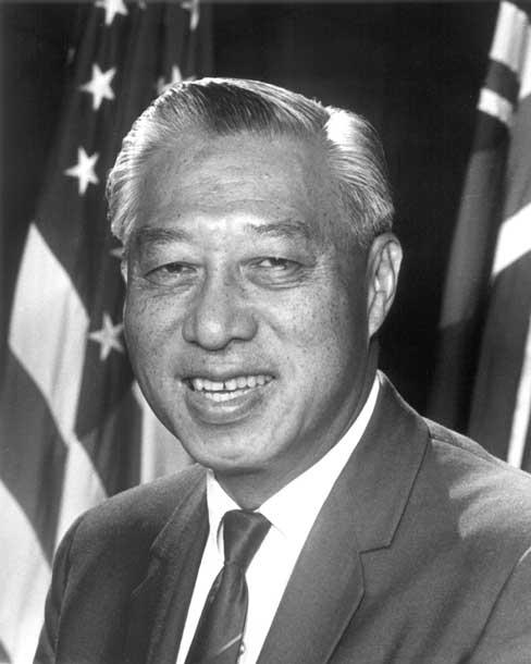 """亚太裔传统月开启 特朗普赞扬这位""""中国移民的儿子"""""""