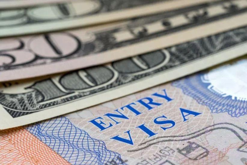 """川普刚公布""""择优录取""""移民计划 国安部大幅上调国际学生签证费"""