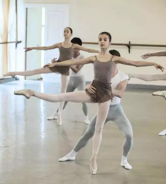 孩子多大开始跳芭蕾舞合适?学芭蕾有什么要注意的?