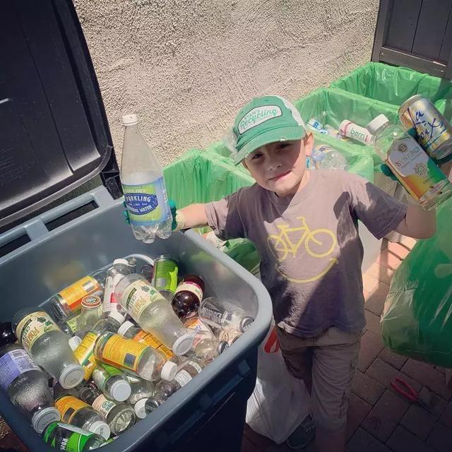 """7岁就当CEO 加州男孩靠垃圾分类走上""""人生巅峰"""""""