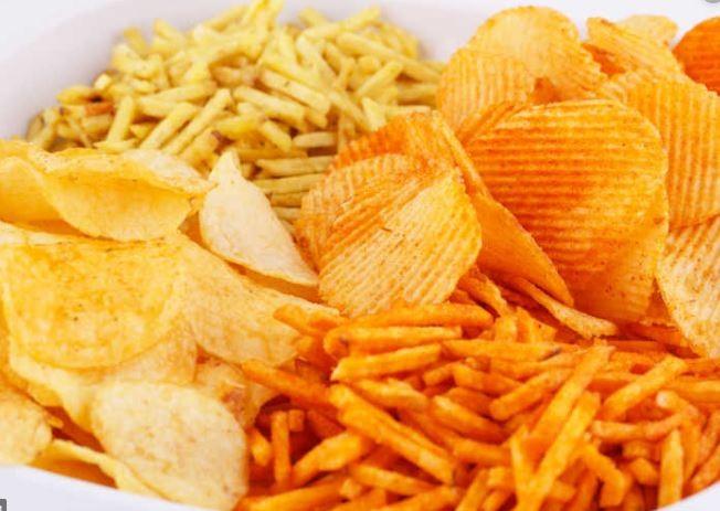 """一日三餐只吃这些""""垃圾食品"""" 英国少年双目失明"""