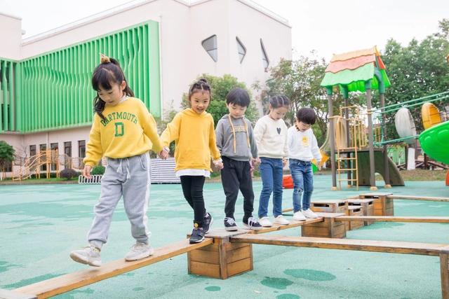 孩子哭闹不肯上幼儿园,几个妙招帮你轻松解决,开学前一定要看