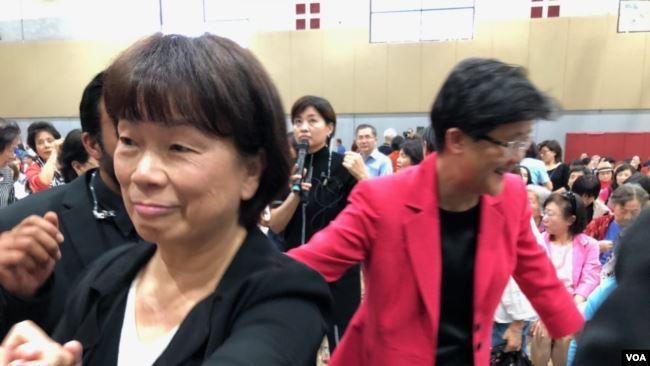 台湾著名作家龙吟来加州 谈父母子女关系和亲情生死