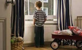 在美国 到底几岁的孩子能独自留在家?