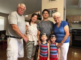 川妹子美国生双胞胎 8旬洋婆婆每周飞去帮带娃