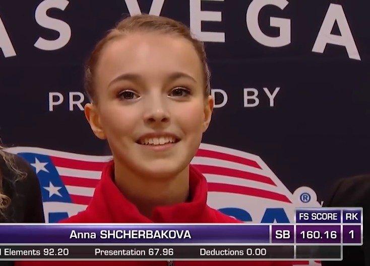 """15岁美少女花样滑冰""""高速换衣"""" 摘得冠军!"""