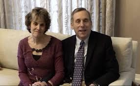 哈佛校长及夫人康复 他俩谈抗疫经历