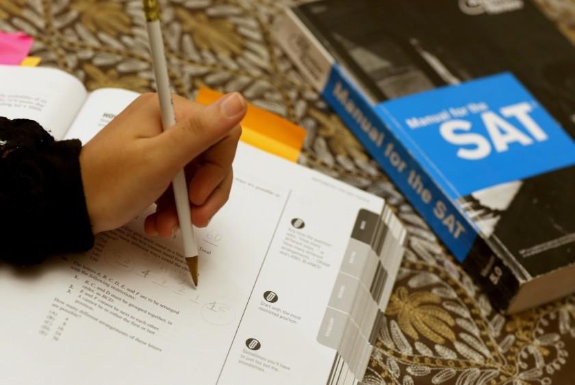 新冠病毒可能导致学校在秋季学期仍然关闭 美国大学理事会制定线上SAT考试计划