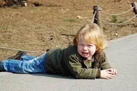 小孩出意外,撞到了嘴巴,滿口血,你該怎麼辦?