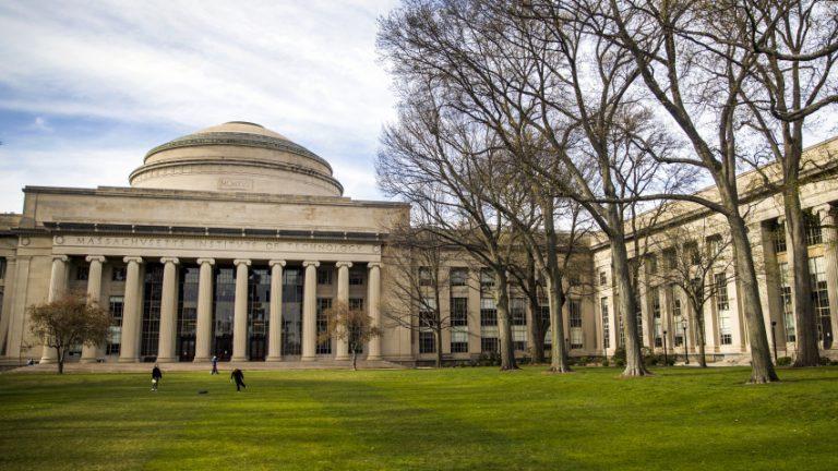 麻省理工学院、哈佛大学就驱逐留学生计划起诉ICE