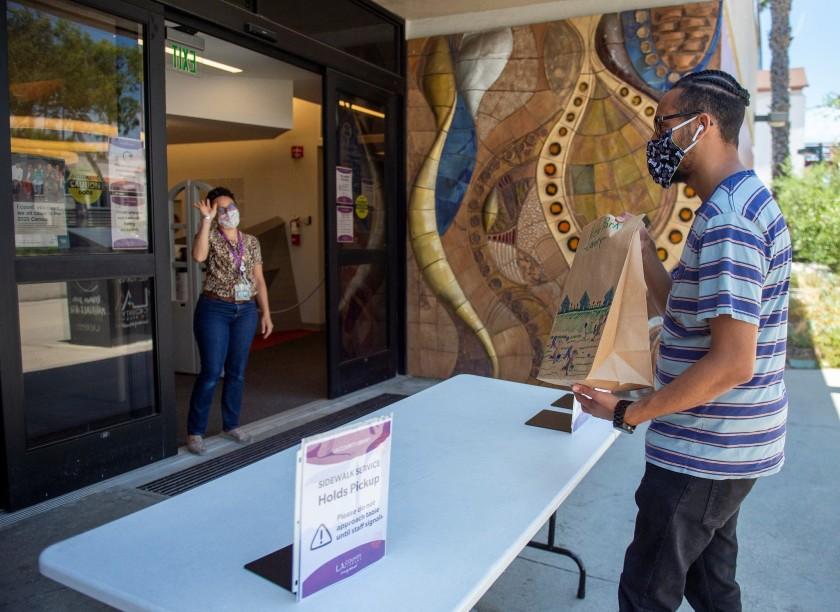 洛杉矶县图书馆新功能:免费借出笔记本电脑、无线上网套件、免费打印