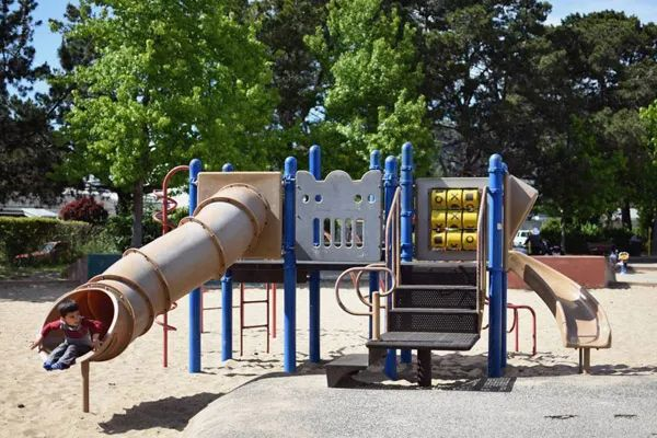 加州所有户外儿童游乐场可以开放了!孩子有地儿可玩了!