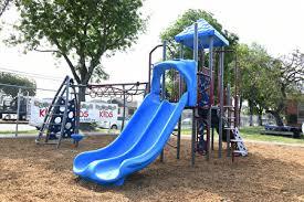 新居家令招致批评, 加州重新开放游乐场,孩子有地方玩了