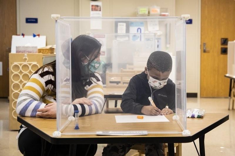 CDC发最新学校重开指南:设定新门槛 警告一大隐患