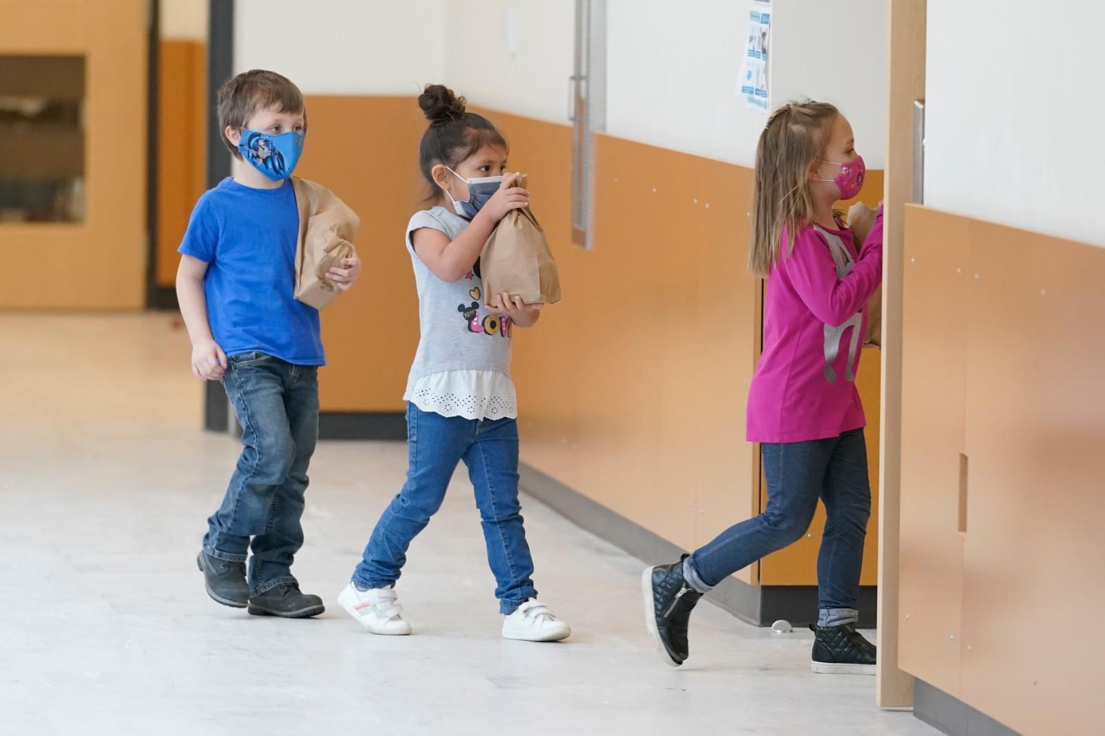 拜登政府延长公校免费午餐计划至2022年春季