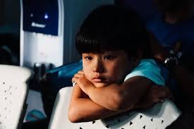 李玫瑾:有这3种家庭迹象,说明你正在养育一个自卑的孩子