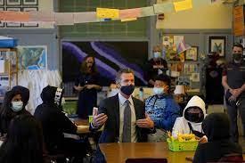 加州州长纽森宣布学生疫苗强制令 接种才能上课