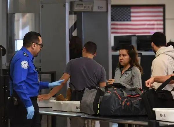 注意!近期多名中国留学生在洛杉矶国际机场入境时被遣返,附《留学生入境注意事项》
